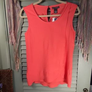 Chelsea & Theodore faux front sleeveless top sz S